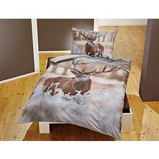 Linge de lit avec cerf sur paysage hivernal