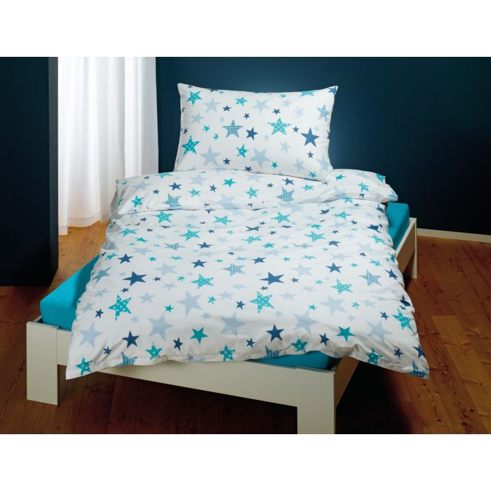 Linge de lit avec motif d'étoiles sur fond blanc