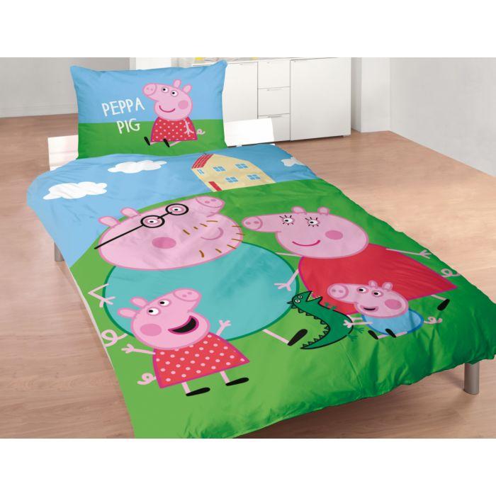 Parure de lit avec Peppa Pig devant sa maison sur la colline