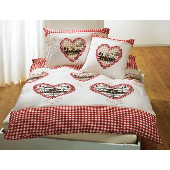 Linge de lit orné de carreaux et de cœurs