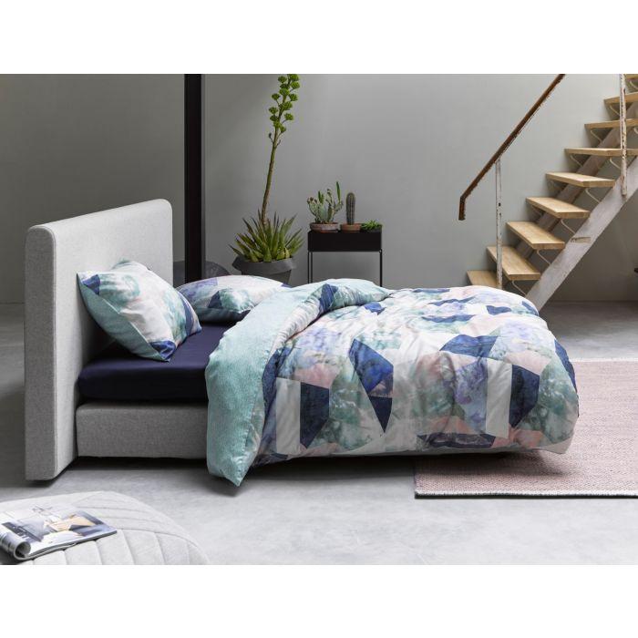 Parure de lit ESSENZA en satin à motif multicolore