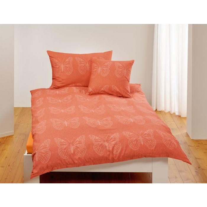 Linge de lit avec papillons en technique de pochoir
