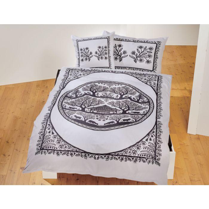 Parure de lit avec grand motif d'alpage et décoration florale